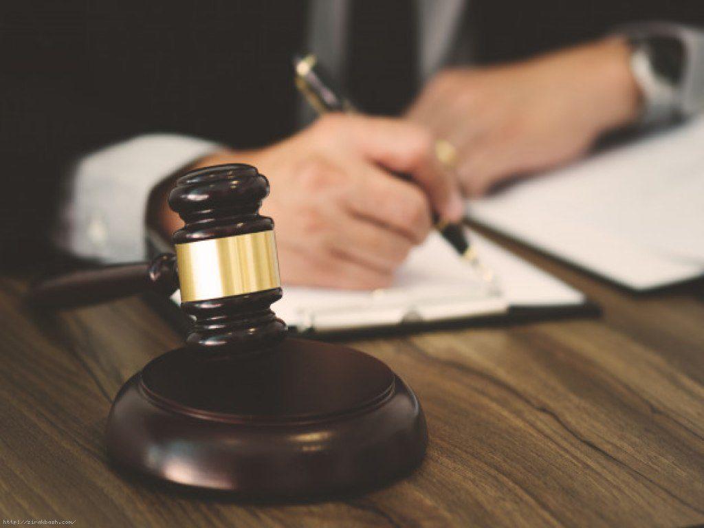 اجرت المثل ایام تصرف در حقوق شخص متصرف غیرقانونی در زمان تصرف خویش از ملک یا هر نوع مالی، می بایست ارزش و بهاءِ آن را به مالک یا مالکین پرداخت نماید.