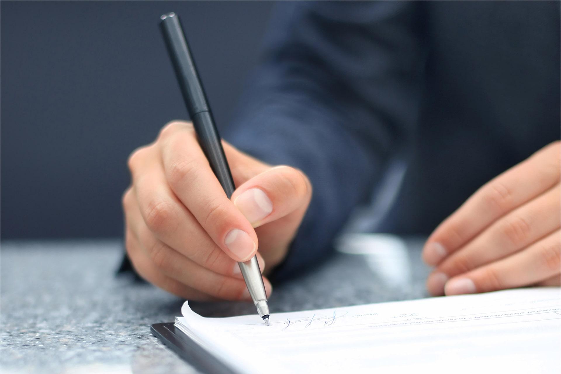 در مواردی پیش می آید که شخصی ملکی را خریداری نموده است و در قرارداد توافق نموده اند که در تاریخ معینی فروشنده در دفترخانه اسناد رسمی حاضر و سند ملک را به نام فروشنده تنظیم نماید.