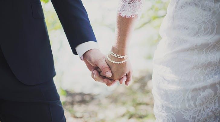 به محض وقوع نکاح به صورت صحیح قانونی، قانون تکالیفی بر زوجین بار می کند. اقتضاء ذات عقد نکاح (ازدواج) یا همان اثر مستقیم عقد نکاح، ایجاد رابطه زوجیت می باشد.