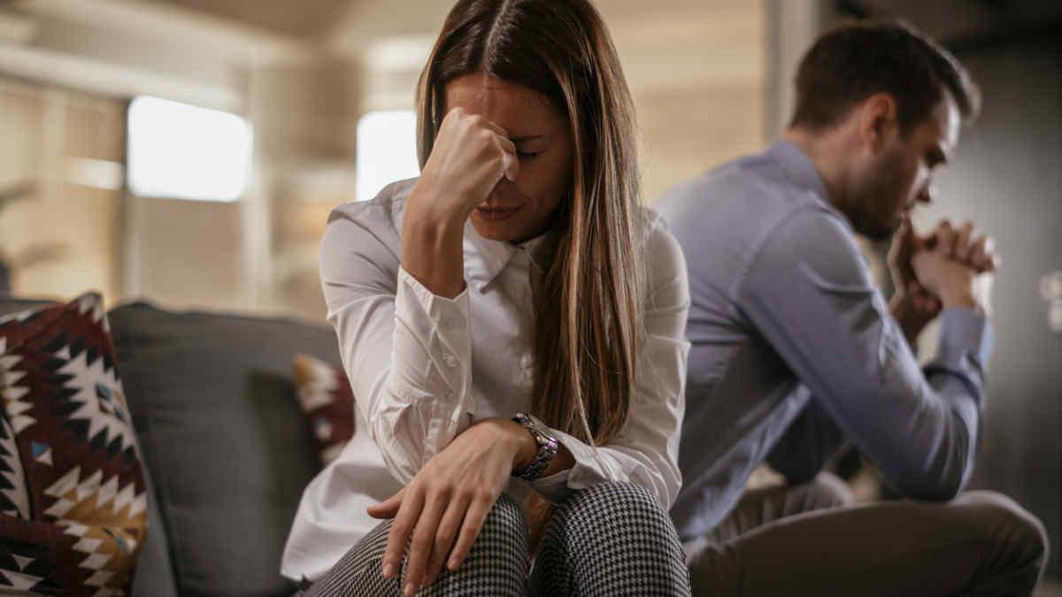 طلاق توافقی همانطور که از نامش مشخص است، زوجین باید در طلاق و کیفیات و شرایط آن با هم توافق داشته باشند. شرایط، مراحل، انواع و هزینه یا حق الوکاله را بررسی می کنیم